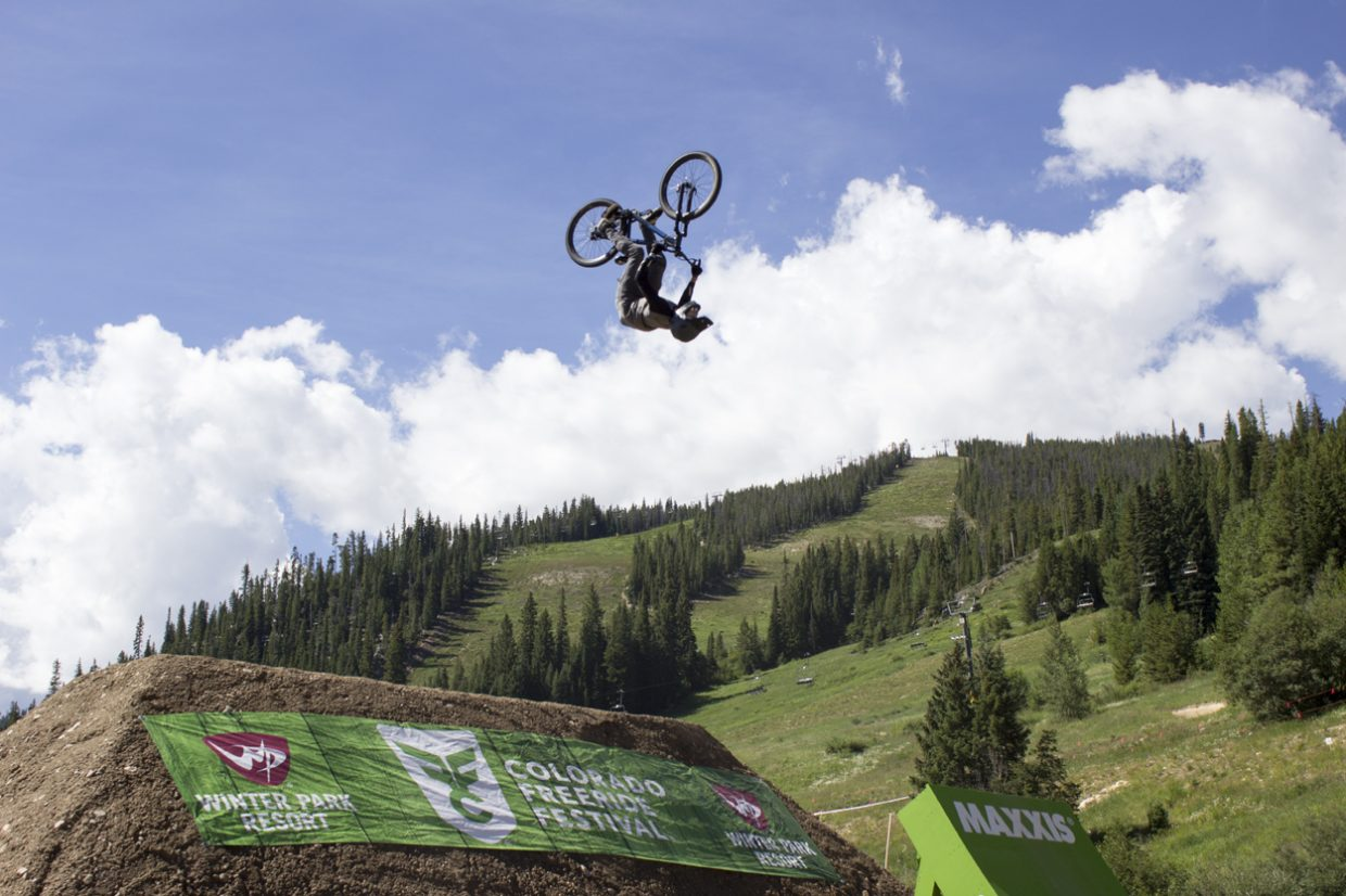 The biggest crowds surrounded the Maxxis Slopestyle qualifiers. Sawyer D'Argonne / Sky-Hi News.
