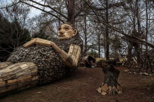 Artist who built Breckenridge troll draws crowds in Kentucky with new creation
