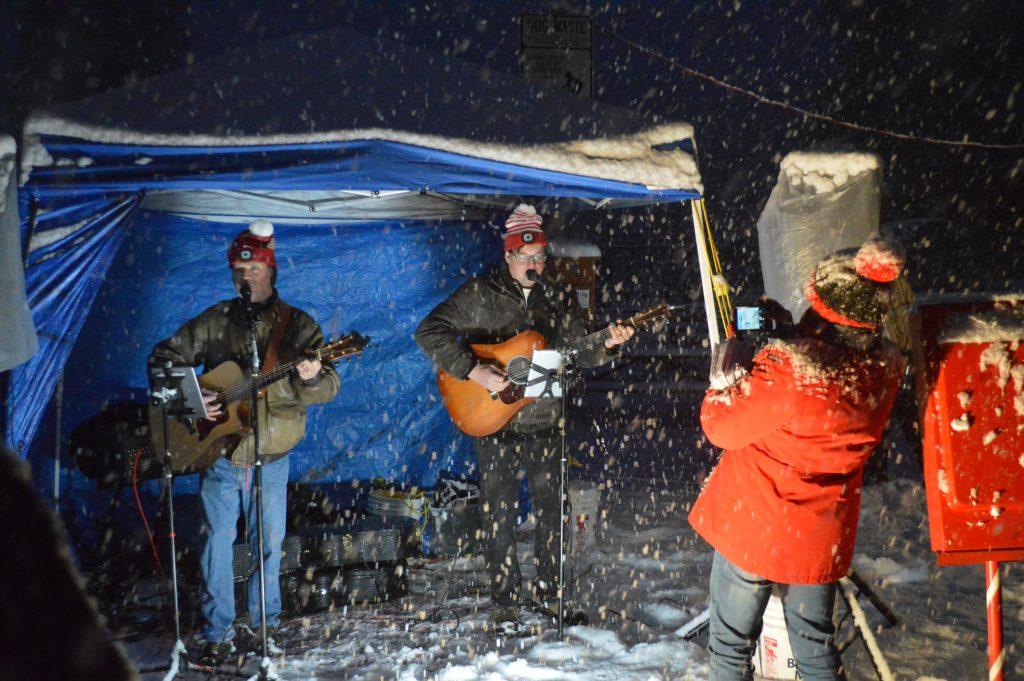 Grand Lake Braves Heavy Snow For Christmas Tree Lighting